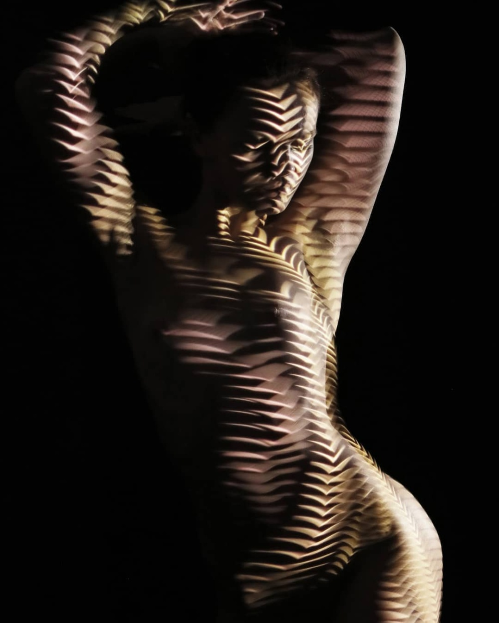 法国艺术摄影师Dani Olivier的人体灯光衣服摄影
