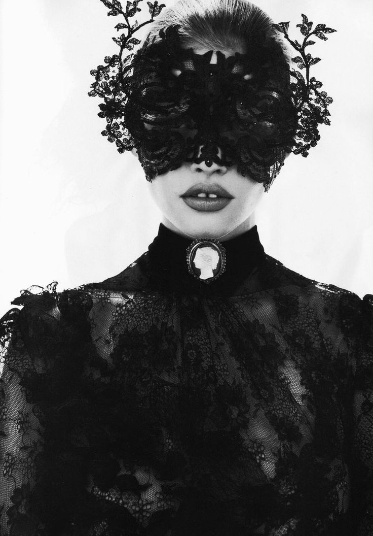 擅长拍摄女性时尚写真的时尚摄影师组合Mert Alas & Marcus Piggott