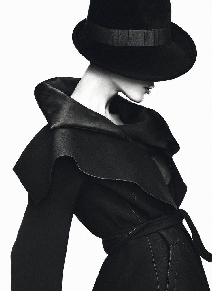 擅長拍攝女性時尚寫真的時尚攝影師組合Mert Alas & Marcus Piggott
